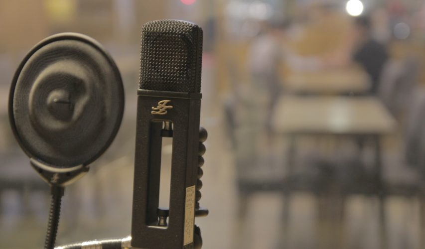Mikrofon radiowy, nadawanie audycji